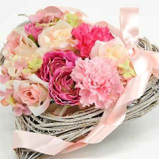 ハート型のお花のリース×お菓子のギフト(HAPPY BIRTHDAYカード付き)|商品画像