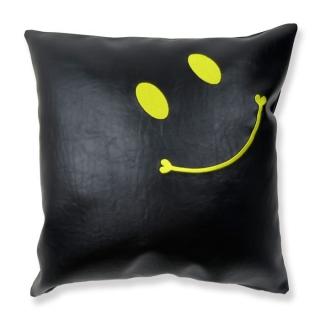 ニコちゃんスマイル刺繍クッション black×Yellow刺繍 フェイクレザー|商品画像