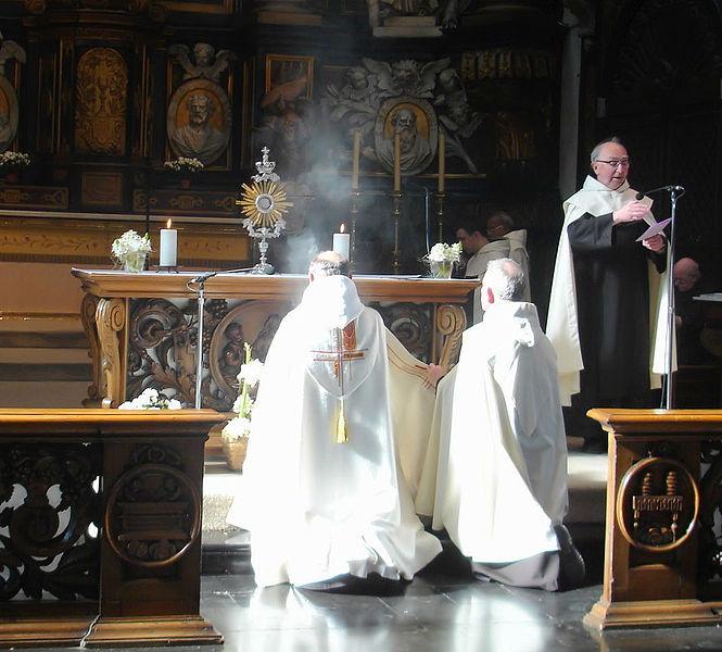 665px-Karmel-Gent-Sacrament
