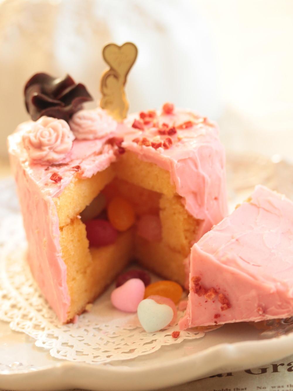 ハートのギミックケーキ