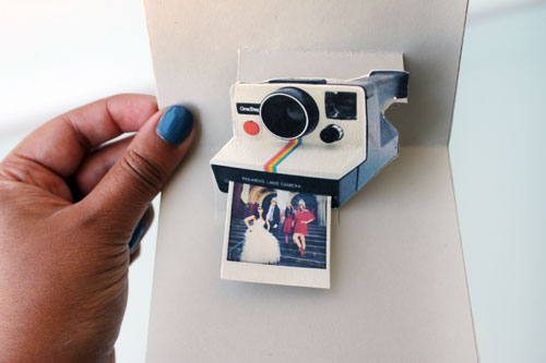 pop-polaroidhand