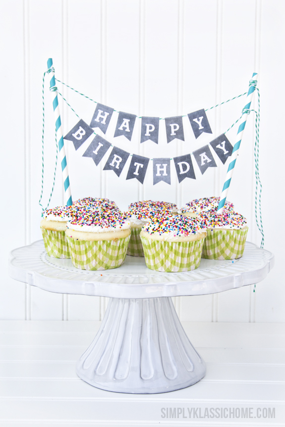 chalkboard-printable-alphabet-bunting-with-cupcakes