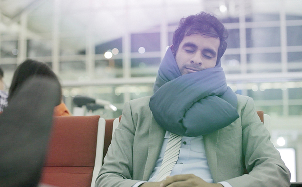 forever-pillow_at-the-airport