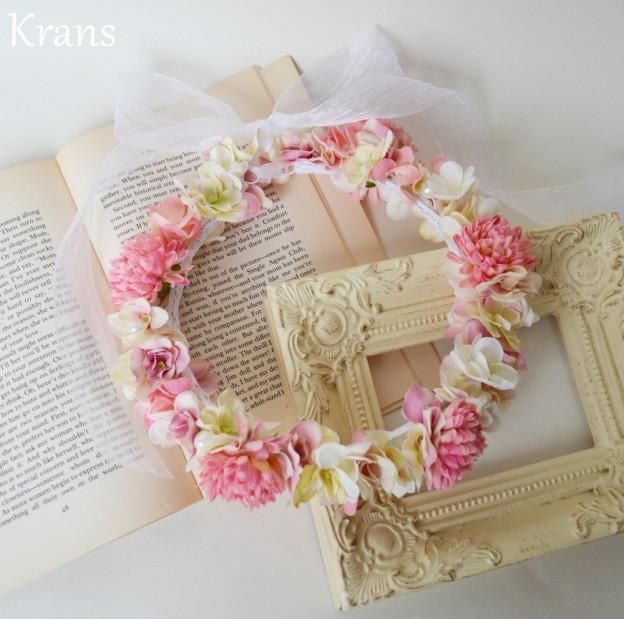 ピンクと白の花冠