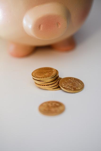 moneybox-744472_640