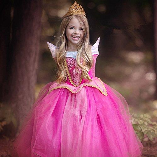 オーロラ姫のドレスを着た女の子