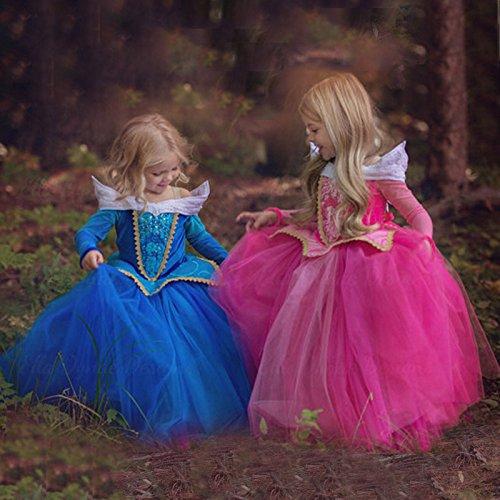 オーロラ姫のドレスを着た女の子2人