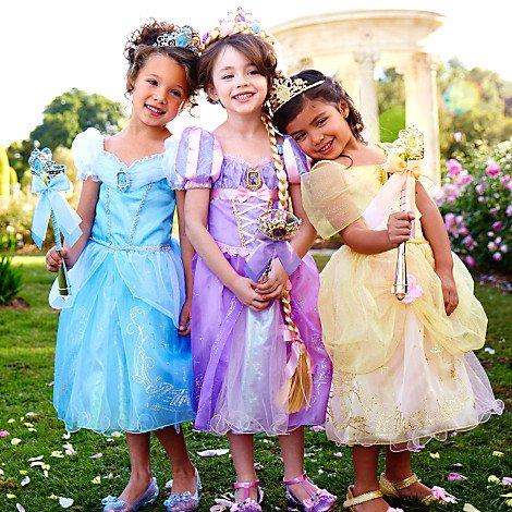 ドレス姿の女の子3人