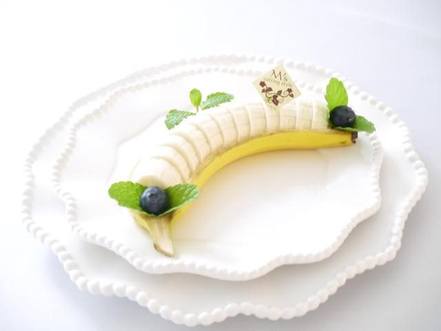 ボート型にカットしたバナナ