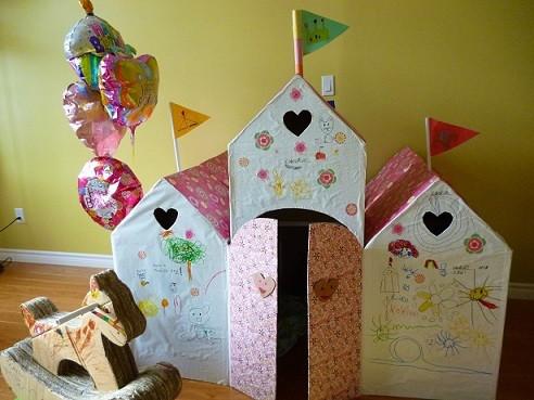 お城のようなダンボールハウス