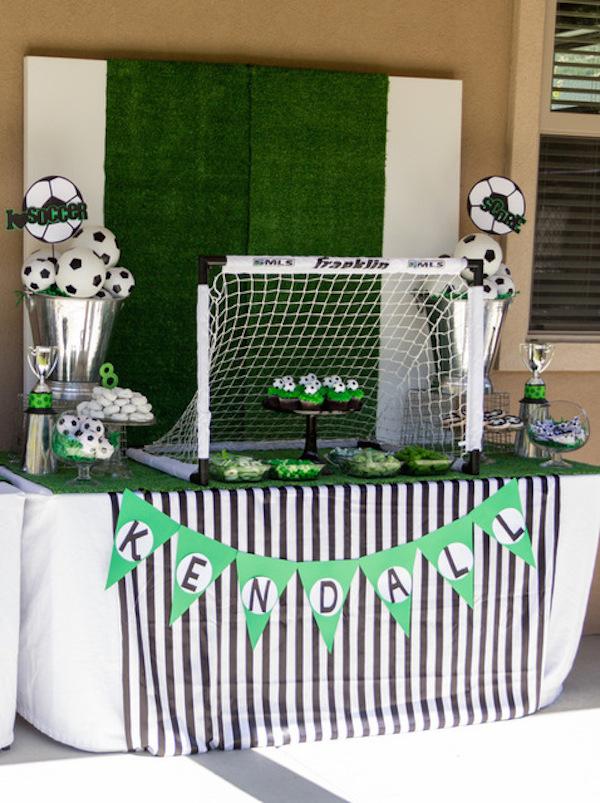サッカーゴールを使った飾り付け